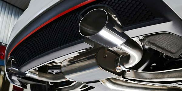 performance exhaust of modified car